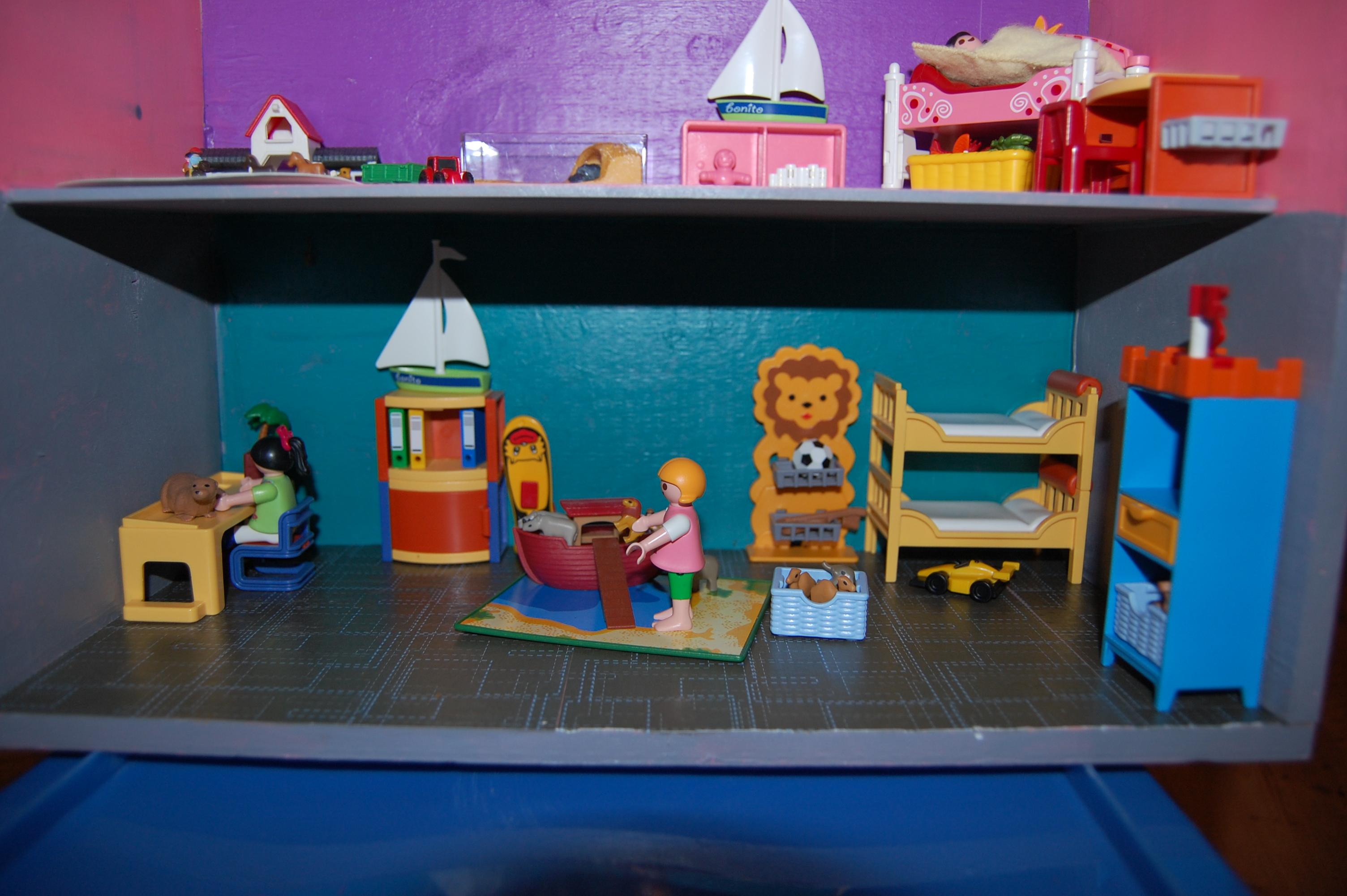 Fabriquer une maison pour les playmobil 29 novembre for Playmobil chambre des parents