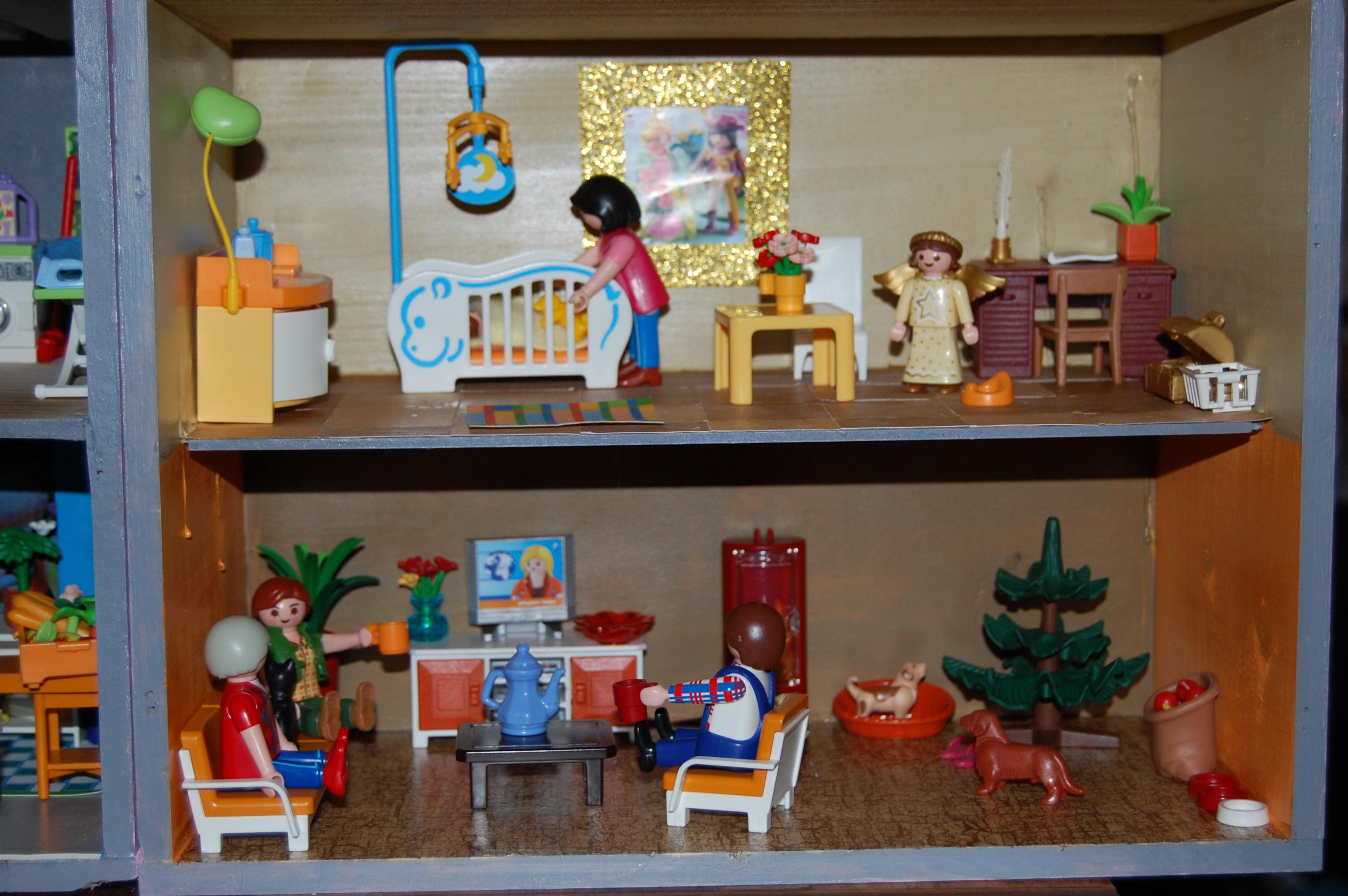 fabriquer une maison pour les playmobil 29 novembre. Black Bedroom Furniture Sets. Home Design Ideas