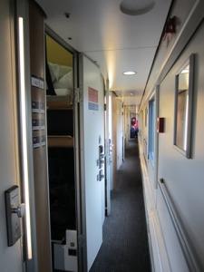 couloir train de nuit